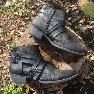 Qupid Black Faux Snake Skin Buckle Ankle Booties